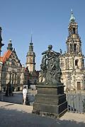 Schlossplatz, Residenzschloss und Kathedrale, Freitreppe zur Brühlschen Terrasse, Dresden, Sachsen, Deutschland.|.residence square, residence, cathedral, Dresden, Germany, Staendehaus