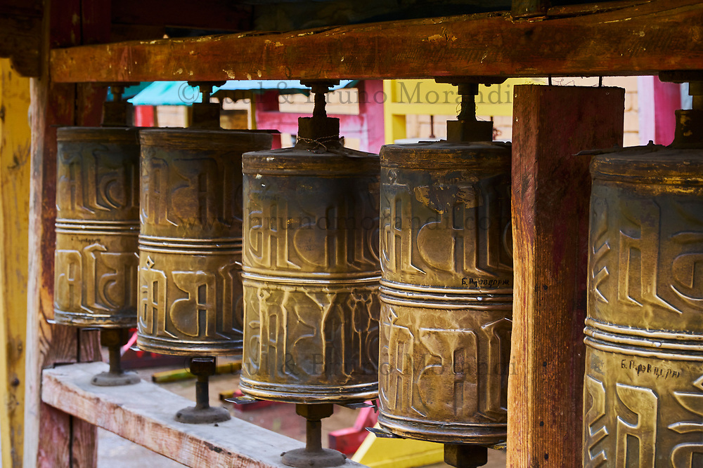 Mongolie, Oulan Bator, Monastere de Gandan (Gandantegchinlen Khiid), moulin à prière // Mongolia, Ulan Bator, Gandan monastery (Gandantegchinlen Khiid), prayer wheel