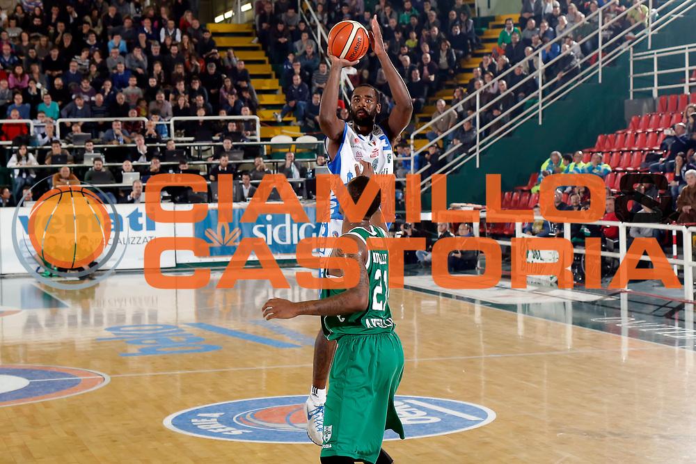 DESCRIZIONE : Avellino Lega A 2015-16 Sidigas Avellino Banco di Sardegna Sassari<br /> GIOCATORE : Christian Eyenga<br /> CATEGORIA : tiro tre punti<br /> SQUADRA : Banco di Sardegna Sassari<br /> EVENTO : Campionato Lega A 2015-2016 <br /> GARA : Sidigas Avellino Banco di Sardegna Sassari<br /> DATA : 09/11/2015<br /> SPORT : Pallacanestro <br /> AUTORE : Agenzia Ciamillo-Castoria/A. De Lise <br /> Galleria : Lega Basket A 2015-2016 <br /> Fotonotizia : Avellino Lega A 2015-16 Sidigas Avellino Banco di Sardegna Sassari