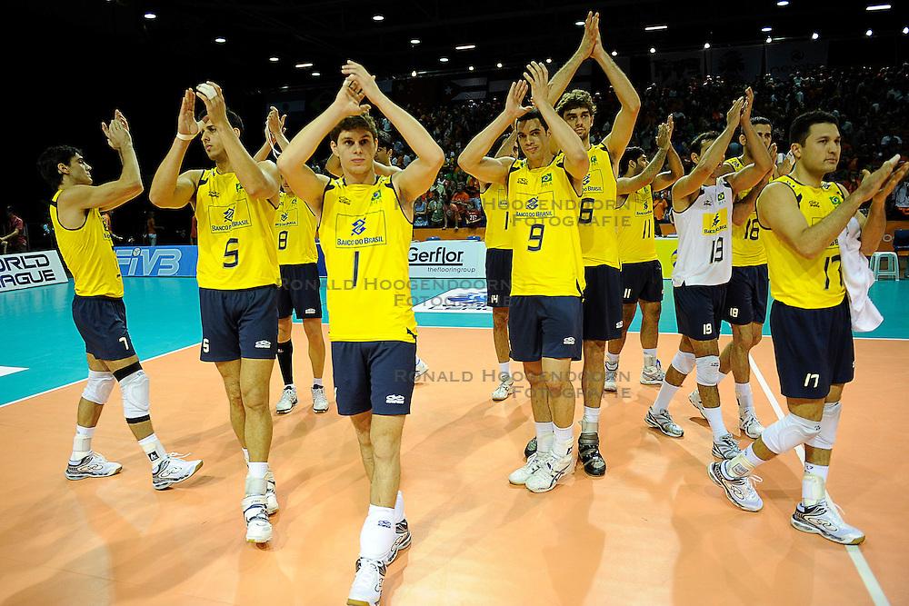 26-06-2010 VOLLEYBAL: WLV NEDERLAND - BRAZILIE: ROTTERDAM<br /> Nederland verliest met 3-1 van Brazilie / Brazilie bedankt het publiek<br /> &copy;2010-WWW.FOTOHOOGENDOORN.NL