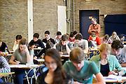 Nederland, Nijmegen, 12-5-2014Eindexamen Nederlands voor het VWO op het Stedelijk Gymnasium. Het examen is schriftelijk. Ze worden voor de ogen van de leerleingen geopend en vervolgens uitgedeeld. Foto: Flip Franssen/Hollandse Hoogte