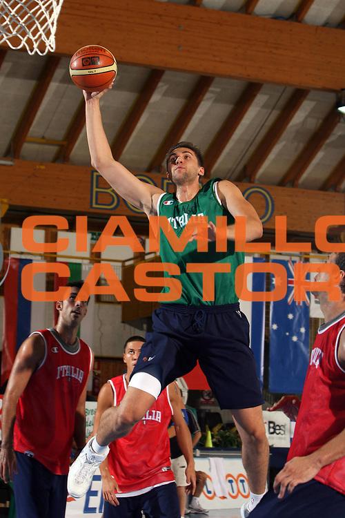 DESCRIZIONE : Bormio Ritiro Nazionale Italiana Maschile Preparazione Eurobasket 2007 Allenamento <br /> GIOCATORE : Andrea Bargnani<br /> SQUADRA : Nazionale Italia Uomini <br /> EVENTO : Bormio Ritiro Nazionale Italiana Uomini Preparazione Eurobasket 2007 <br /> GARA : <br /> DATA : 26/07/2007 <br /> CATEGORIA : Allenamento <br /> SPORT : Pallacanestro <br /> AUTORE : Agenzia Ciamillo-Castoria/E.Castoria<br /> Galleria : Fip Nazionali 2007 <br /> Fotonotizia : Bormio Ritiro Nazionale Italiana Maschile Preparazione Eurobasket 2007 Allenamento <br /> Predefinita : si