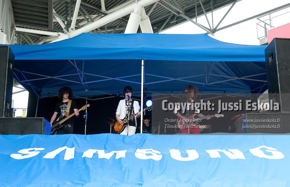 School of Rock. HJK - MyPa. Veikkausliiga. 13.6.2010. Photo: Jussi Eskola