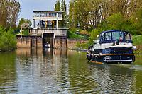 France, Saône-et-Loire (71), Chalon-sur-Saône, canal du Centre, écluse de Crissey // France, Saône-et-Loire (71), Chalon-sur-Saône, Canal of Centre, Crissey lock