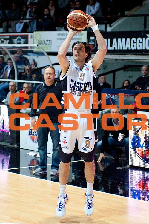 DESCRIZIONE : Caserta Lega A 2012-13 Juve Caserta Cimberio Varese<br /> GIOCATORE : Marco Mordente<br /> SQUADRA : Juve Caserta<br /> EVENTO : Campionato Lega A 2012-2013<br /> GARA : Juve Caserta Cimberio Varese<br /> DATA : 04/11/2012<br /> CATEGORIA : Tiro<br /> SPORT : Pallacanestro<br /> AUTORE : Agenzia Ciamillo-Castoria/G.Buco<br /> Galleria : Lega Basket A 2012-2013<br /> Fotonotizia : Caserta Lega A 2012-13 Juve Caserta Cimberio Varese<br /> Predefinita :