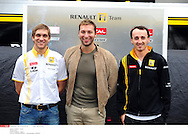 Grand Prix d'Australie de formule 1..Melbourne 28 mars 2010..avant course. ..Photo: Stéphane Mantey/ L'Equipe *** Local Caption *** petrov (vitaly) - (rus) -..thorpe (ian)..kubica (robert) - (pol) -
