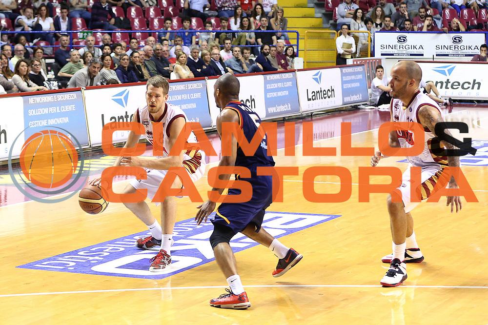 DESCRIZIONE : Venezia Lega A 2013-14 Umana Reyer Venezia Acea Roma<br /> GIOCATORE : nate linhart<br /> CATEGORIA :  palleggio<br /> SQUADRA : Umana Reyer Venezia Acea Roma<br /> EVENTO : Campionato Lega A 2013-2014<br /> GARA : Umana Reyer Venezia Acea Roma<br /> DATA : 04/05/2014<br /> SPORT : Pallacanestro<br /> AUTORE : Agenzia Ciamillo-Castoria/G.Contessa<br /> Galleria : Lega Basket A 2013-2014<br /> Fotonotizia :  Venezia Lega A 2013-14 Umana Reyer Venezia Acea Roma<br /> Predefinita :