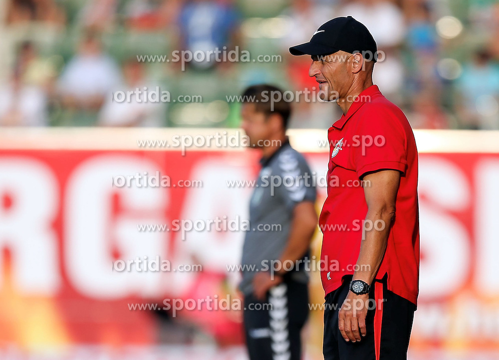 11.08.2015, Keine Sorgen Arena, Ried, AUT, 1. FBL, SV Josko Ried vs FC Red Bull Salzburg, 4. Runde, im Bild v.l. Trainer Helgi Kolvidsson (SV Ried), Trainer Peter Zeidler (Red Bull Salzburg) // during the Austrian Football Bundesliga 4th Round match between SV Josko Ried and FC Red Bull Salzburg at the Keine Sorgen Arena in Ried, Austria on 2015/08/11. EXPA Pictures © 2015, PhotoCredit: EXPA/ Roland Hackl