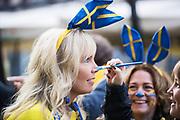 MILANO, ITALIEN - 2017-11-13: Den svenske supportern Linda Viklund f&aring;r ansiktet m&aring;lat p&aring; Corso Como inf&ouml;r FIFA 2018 World Cup Qualifier Play-Off matchen mellan Italen och Sverige p&aring; San Siro Stadium den 13 November, 2017 i Milano, Italien. <br /> Foto: Nils Petter Nilsson/Ombrello<br /> ***BETALBILD***