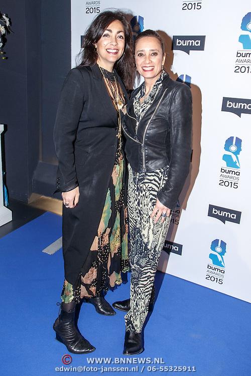 NLD/Hilversum/20150217 - Inloop Buma Awards 2015, Monique Klemann en zus Suzanne Klemann