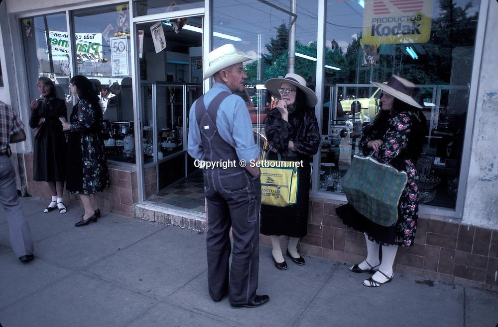 = Mexican menonites ,In supermarkets, culture clash 1s sometimes amazing.  Ciudad Ghautemoc  Mexico    +