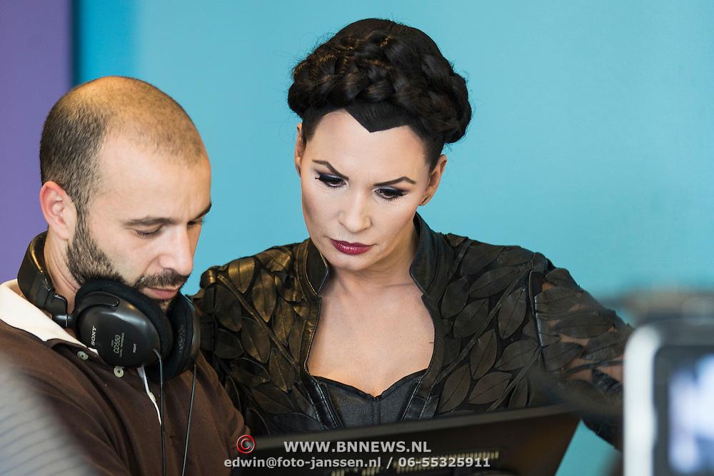 NLD/Almere/20140406 - Setbezoek filmopname speelfilm Heksen Bestaan Niet,