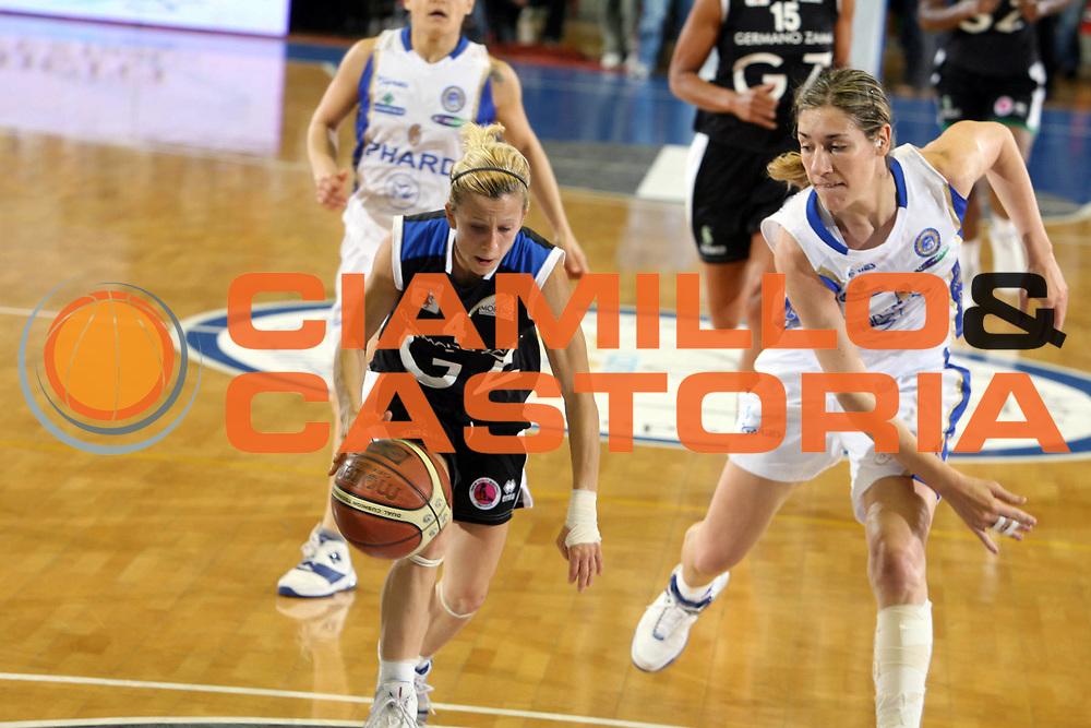DESCRIZIONE : Napoli Lega A1 Femminile 2006-07 Finale Scudetto Gara 4 Phard Napoli Germano Zama Faenza<br /> GIOCATORE : Marija Eric<br /> SQUADRA : Germano Zama Faenza<br /> EVENTO : Campionato Lega A1 Femminile Finale Scudetto Gara 4 2006-2007 <br /> GARA : Phard Napoli Germano Zama Faenza<br /> DATA : 16/05/2007 <br /> CATEGORIA : Palleggio<br /> SPORT : Pallacanestro <br /> AUTORE : Agenzia Ciamillo-Castoria/E.Castoria