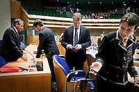 Nederland. Den Haag, 12 november 2009.<br /> De Tweede Kamer, debat over de AOW. Bewindspersonen Donner, Balkenende, Bos en Klijnsma verlaten vak K voor de lunchpauze. Vierde kabinet Balkenende, Balkenende IV, Balkenende Vier, coalitie<br /> Foto Martijn Beekman