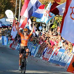 29-09-2018: WK wielrennen: weg vouwen: Innsbruck<br />Anna van der Breggen is in Innsbruck wereldkampioene op de weg geworden. De Overijsselse reed met een solo van veertig kilometer lang naar de winst