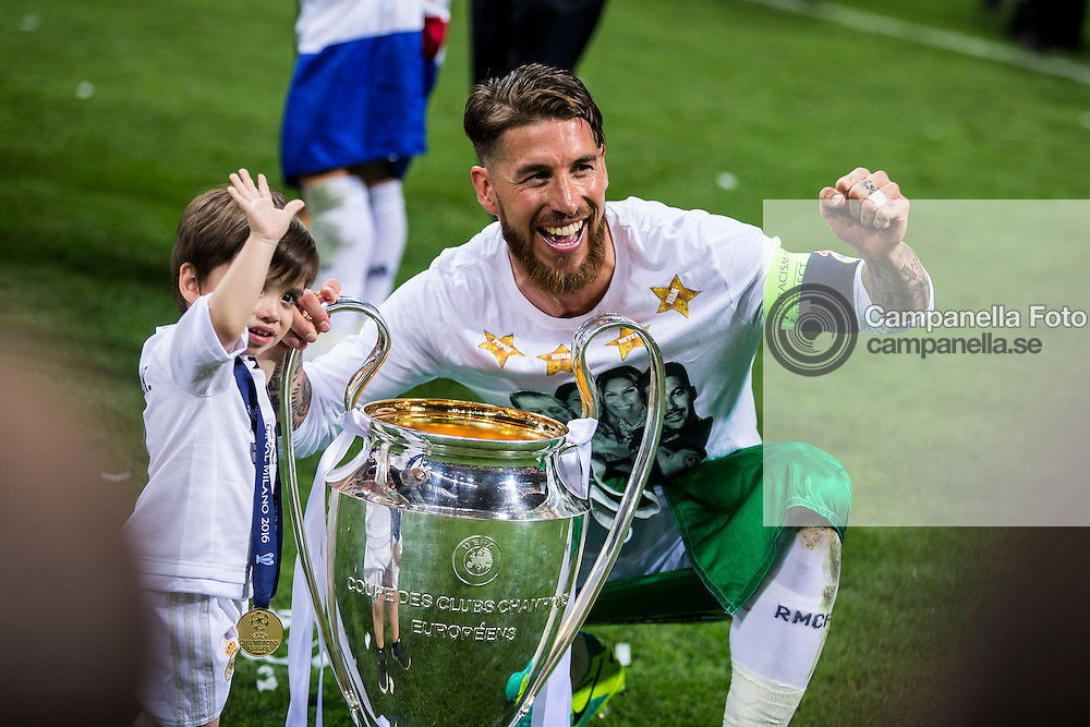 MILAN, ITALY - MAY 28: Sergio Ramos of Real Madrid poses for a photo with his son during the UEFA Champions League Final between Real Madrid and Atletico Madrid at Stadio Giuseppe Meazza on May 28, 2016 in Milan, Italy. (Photo by MICHAEL CAMPANELLA/Getty Images) *** Local Caption *** Sergio Ramos