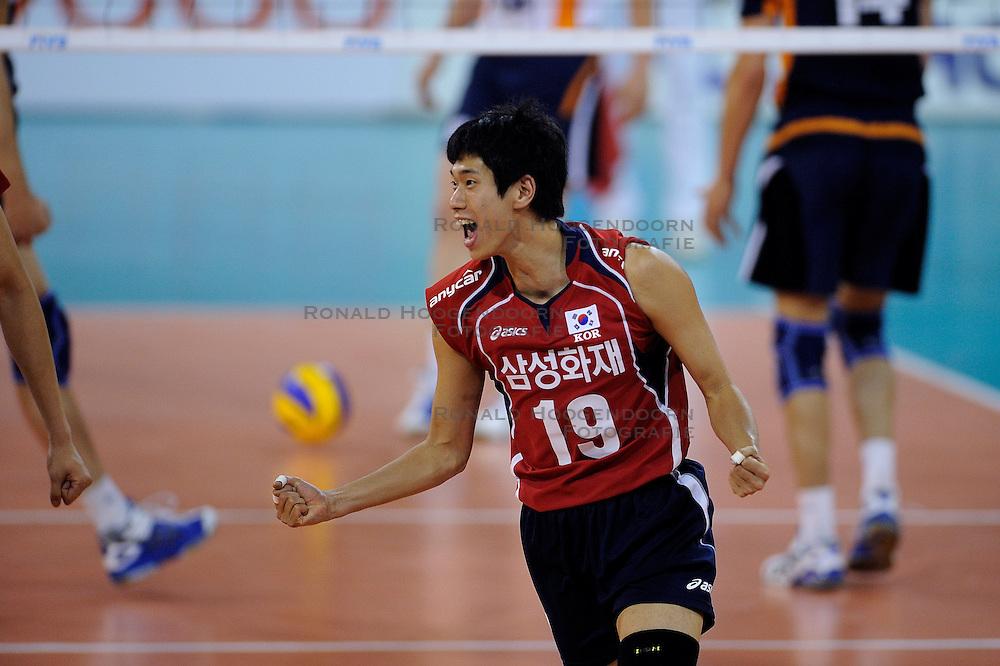08-07-2010 VOLLEYBAL: WLV NEDERLAND - ZUID KOREA: EINDHOVEN<br /> Nederland verslaat Zuid Korea met 3-0 / Kang Joo Lee<br /> &copy;2010-WWW.FOTOHOOGENDOORN.NL