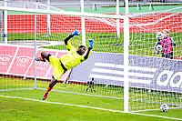 11.05.2014,<br /> Fotball, Eliteserien , Tippeligaen <br /> Stabæk - Sarpsborg 08<br /> Duwayne Oriel Kerr strekker seg etter skuddet som ga Stabæk 1-0<br /> Foto: Sjur Stølen , Digitalsport