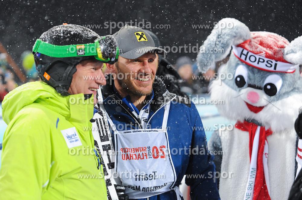 14.01.2013, Hermann Maier Weltcupstrecke, Flachau, AUT, FIS Weltcup Ski Alpin, Legendenrennen, im Bild Franz Klammer, Hermann Maier und Hopsi // Franz Klammer, Hermann Maier and Hopsi during Legend race of the FIS Ski Alpine World Cup at the Hermann Maier World Cup trackside, Flachau, Austria on 2013/01/14. EXPA Pictures © 2013, PhotoCredit: EXPA/ Erich Spiess