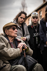 THEMENBILD - Das Stammlager Auschwitz I gehörte neben dem Vernichtungslager KZ Auschwitz II–Birkenau und dem KZ Auschwitz III–Monowitz zum Lagerkomplex Auschwitz und war eines der größten deutschen Konzentrationslager. Es befand sich zwischen Mai 1940 und Januar 1945 nach der Besetzung Polens im annektierten polnischen Gebiet des nun deutsch benannten Landkreises Bielitz am südwestlichen Rand der ebenfalls umbenannten Kleinstadt Auschwitz (polnisch Oświęcim). Teile des Lagers sind heute staatliches polnisches Museum bzw. Gedenkstätte. Im Bild der überlebende Marko Feingold im Gespräch mit österreichischen Schülern, aufgenommen am 11.04.2018, Oswiecim, Polen // Auschwitz concentration camp was a network of concentration and extermination camps built and operated by Nazi Germany in occupied Poland during World War II. It consisted of Auschwitz I (the original concentration camp), Auschwitz II–Birkenau (a combination concentration/extermination camp), Auschwitz III–Monowitz (a labor camp to staff an IG Farben factory), and 45 satellite camps. Concentration camp Auschwitz I, Oswiecim, Poland on 2018/04/11. EXPA Pictures © 2018, PhotoCredit: EXPA/ Florian Schroetter