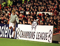 Fotball: Junichi Inamoto, Arsenal. Prepares to come on. Arsenal v Bayer Leverkusen. Champions League. 27.02.2002.<br />