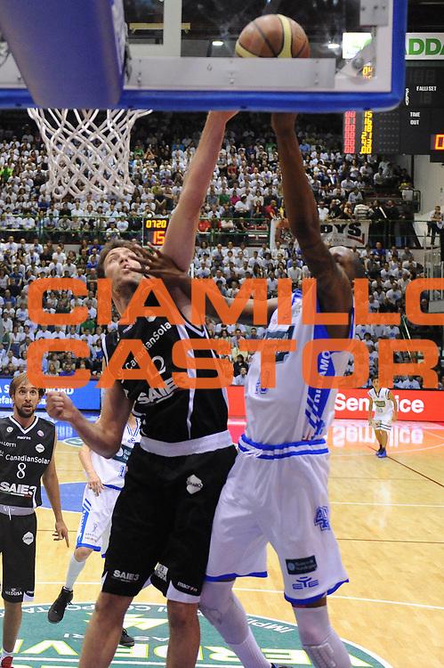 DESCRIZIONE : Sassari Lega A 2011-12 Banco Di Sardegna Sassari Canadian Solar Virtus Bologna Quarti di Finale Play off Gara 2<br /> GIOCATORE : Angelo Gigli<br /> CATEGORIA : stoppata<br /> SQUADRA : Canadian Solar Virtus Bologna<br /> EVENTO : Campionato Lega A 2011-2012 Quarti di Finale Play off Gara 2 <br /> GARA : Banco Di Sardegna Sassari Canadian Solar Virtus Bologna <br /> DATA : 19/05/2012<br /> SPORT : Pallacanestro <br /> AUTORE : Agenzia Ciamillo-Castoria/M.Marchi<br /> Galleria : Lega Basket A 2011-2012  <br /> Fotonotizia : Sassari Lega A 2011-12 Banco Di Sardegna Sassari Canadian Solar Virtus Bologna Quarti di Finale Play off Gara 2<br /> Predefinita :