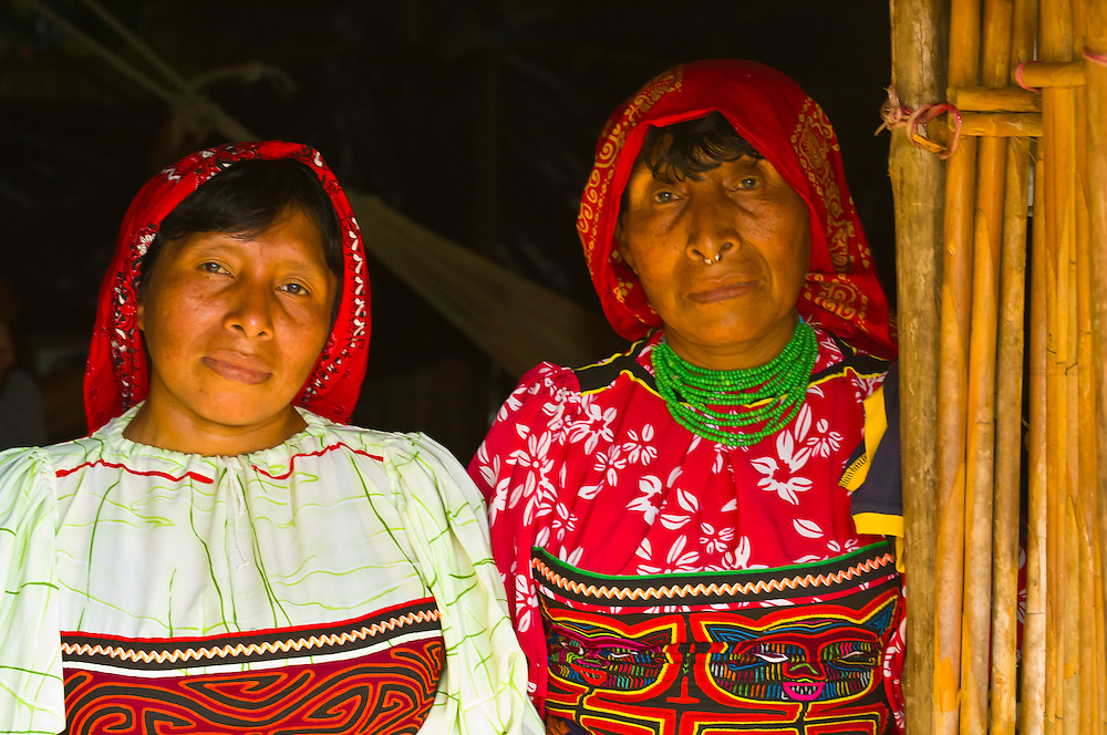 Kuna Indian women wearing native costume (with Mola embrodery blouse) in their hut, Crab Island (Carti Sugdup), San Blas Islands (Kuna Yala), Caribbean Sea, Panama