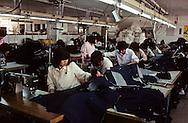 "Textiles (Korean Export Corp.). in the suburbs of Seoul.; Hong Kong Textile KOREAN EXPORT CORP"" dans la banlieue de SÉOUL///; Hong Kong ///R27/23    L2588  /  R00027  /  P0003486"