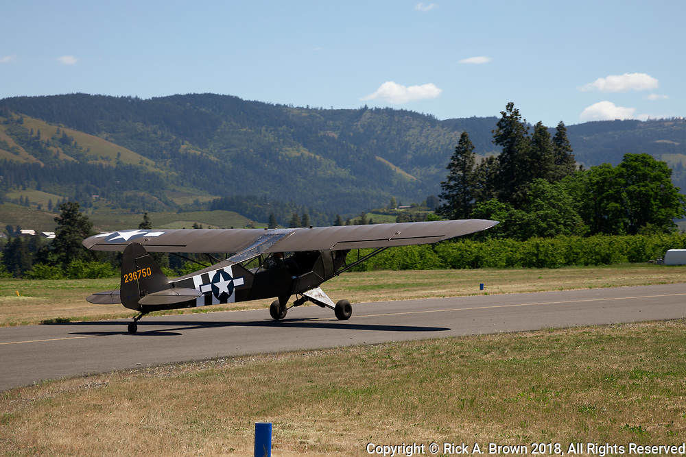 L-Birds leaving for a flight around Hood River.