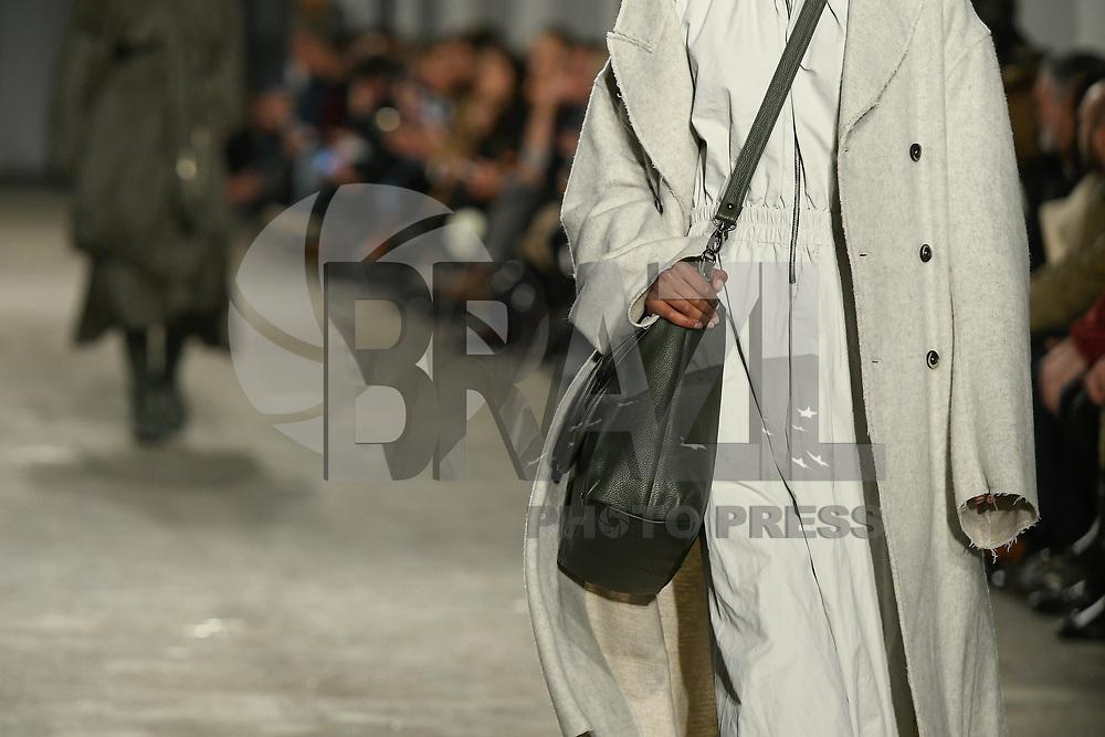 LISBOA, PORTUGAL, 22.03.2017 - PORTUGAL FASHION - Modelo desfilando para a grife Pedro Pedro durante o show no Portugal Fashion, na Cordoaria Nacional, em Lisboa, Portugal, nessa quarta 22. (Foto: Bruno de Carvalho / Brazil Photo Press)