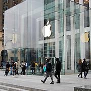 USA/New Yok/20120301 - New York, glazen winkel van Apple  op Fifth Avenue