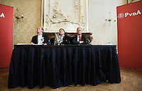 """Nederland. Den Haag, 1 juni 2007. <br /> De Commissie-Vreeman presenteert haar rapport over de gang van zaken die heeft geleid tot verlies van negen Kamerzetels bij de Tweede-Kamerverkiezingen van 2006 . """"De scherven opgeveegd."""" Ruud Koole, Wouter Bos en Ruud Vreeman<br /> Foto Martijn Beekman NIET VOOR TROUW, AD, TELEGRAAF, NRC EN HET PAROOL"""