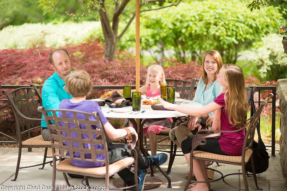 Family patio dining at the Cottonwood Grille along the Boise greenbelt.