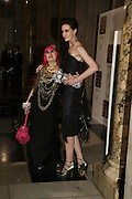 Zandra Rhodes and Erin o'Connor The British Fashion Awards  2006 sponsored by Swarovski . Victoria and Albert Museum. 2 November 2006. ONE TIME USE ONLY - DO NOT ARCHIVE  © Copyright Photograph by Dafydd Jones 66 Stockwell Park Rd. London SW9 0DA Tel 020 7733 0108 www.dafjones.com