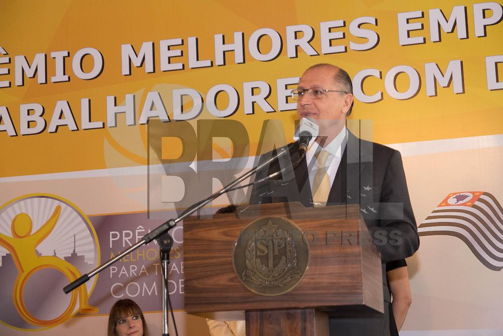 SAO PAULO, SP - 10.12.2014 - O Governador do Estado de S&atilde;o Paulo, Geraldo Alckmin, participa da entrega do I Pr&ecirc;mio Melhores Empresas para Trabalhadores com Defici&ecirc;ncia no Pal&aacute;cio dos Bandeirantes na manh&atilde; desta quarta-feira (10). O Evento realizado por meio da Secretaria de Estado dos Direitos da Pessoa com Deficiencia com parceria da Funda&ccedil;&atilde;o Instituto de Pesquisas Econ&ocirc;micas (Fipe), contou com empres&aacute;rios da &aacute;rea como Rodrigo Mendes entre outros. <br /> <br /> (Foto: Fabricio Bomjardim / Brazil Photo Press)