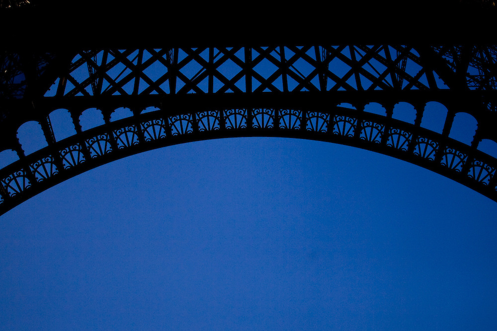 (Paris, France - December 31, 2010) -  The Eiffel Tower at dusk Photo by Will Nunnally / Will Nunnally Photography