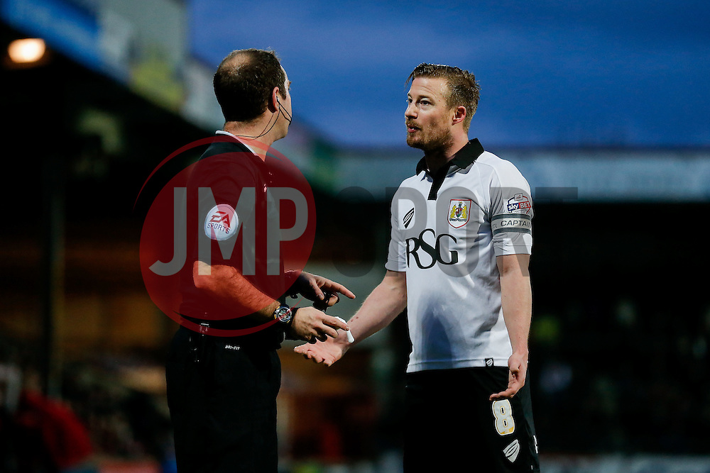 Wade Elliott of Bristol City appeals to referee Jeremy Simpson - Photo mandatory by-line: Rogan Thomson/JMP - 07966 386802 - 17/01/2015 - SPORT - FOOTBALL - Scunthorpe, England - Glanford Park - Scunthorpe United v Bristol City - Sky Bet League 1.