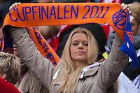 En AaFK-supporter på tribunen under cupfinalen i fotball for menn mellom Brann og Aalesund på Ullevaal Stadion i Oslo søndag ettermiddag.