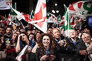 Napoli. Sostenitori del Partito democratico, sventolano bandiere del Pd in Piazza Sanità, in occasione del comizio elettorale del Presidente del Consiglio Matteo Renzi per le prossime elezioni Europee.