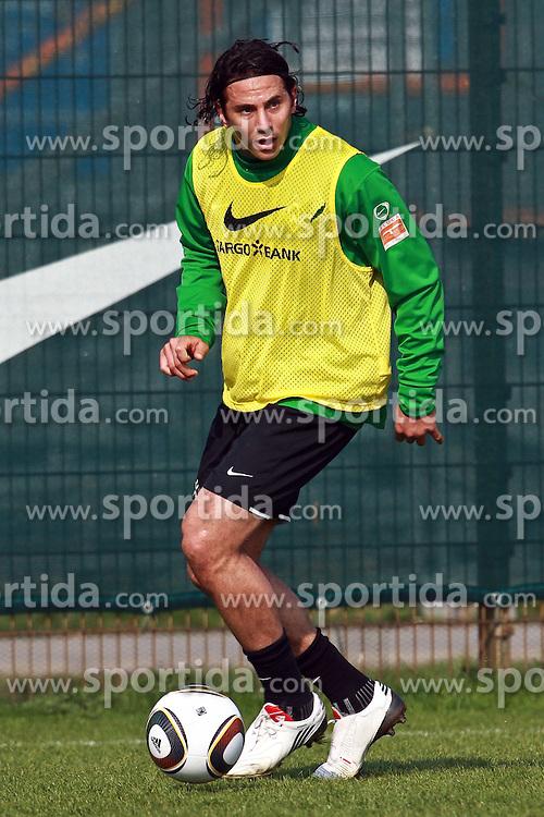 13.04.2010, Weserstadion, Bremen, GER, Training Werder, im Bild Claudio Pizarro (PER Werder #24). EXPA Pictures © 2010, PhotoCredit: EXPA/ nph/  Arend / SPORTIDA PHOTO AGENCY