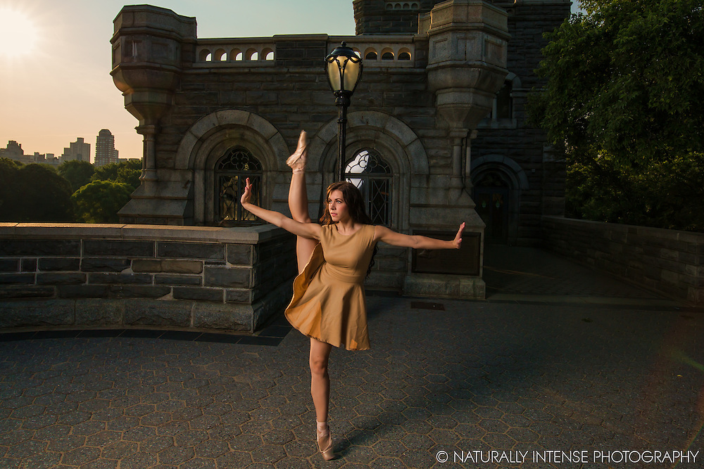 Belevdere Castle Ballerina en Pointe Dance As Art- The New York Photography Project featuring Lindsey Horrigan