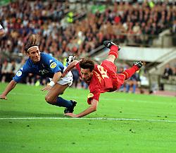 FRANCESCO TOTTI ITALY SCORES 1ST GOAL.ITALY V BELGIUM (0-1) 13/06/00 BRUSSELS EURO 2000.PHOTO ROGER PARKER.
