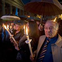 Silenziosamente, fiaccolata per  ricordare tutte e vittime della crisi economica