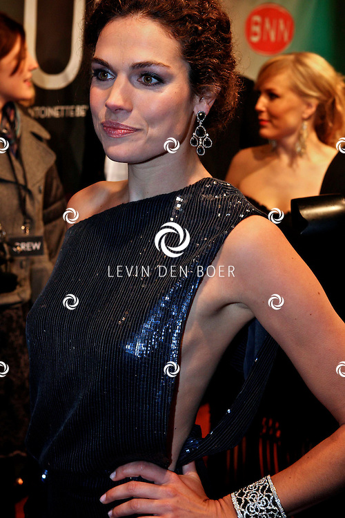 AMSTERDAM - Anna Drijver op de premiere van de film Loft dinsdag in Amsterdam. De film is vanaf 16 december in de Nederlandse bioscopen te zien. FOTO LEVIN DEN BOER - PERSFOTO.NU