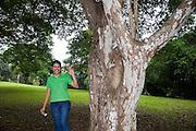 Lanzamiento de coleccion de folletos de arboles nativos de Panama..Parque Municipal Summit, Ciudad de Panama.©Victoria Murillo/Istmophoto.com