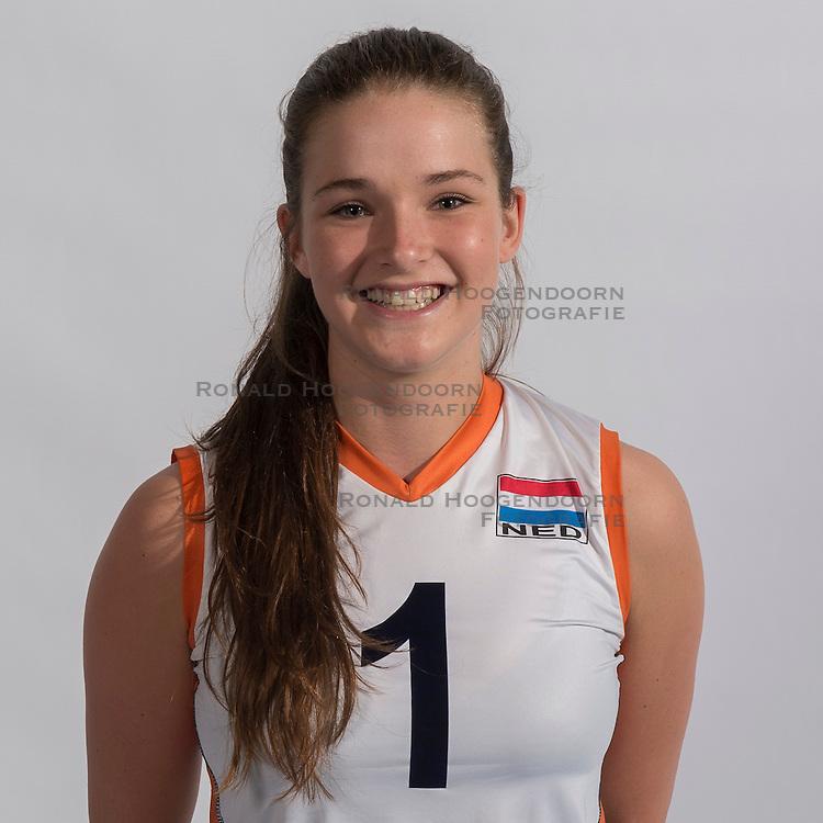 07-06-2016 NED: Jeugd Oranje meisjes &lt;2000, Arnhem<br /> Photoshoot met de meisjes uit jeugd Oranje die na 1 januari 2000 geboren zijn / Susanne Kos