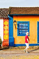 Janela de casa colonial no centro histórico de Santo Antonio de Lisboa. Florianópolis, Santa Catarina, Brasil. / Window of a colonial architecture house at the historic center of Santo Antonio de Lisboa district. Florianopolis, Santa Catarina, Brazil.