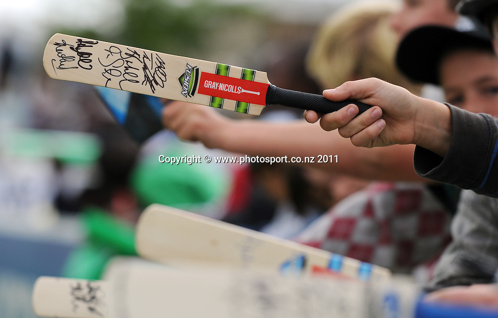 Cricket fans look for autographs on the boundary during the 2nd ODI cricket match between New Zealand and Zimbabwe at Cobham Oval in Whangarei, Monday 6 February 2012. Napier, New Zealand. Photo: Andrew Cornaga/Photosport.co.nz