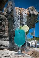 """20110316-Carolina, Puerto Rico- Los bartenders del Hotel Intercontinental crearon tres tragos para la conmemoración dle """"Earth Hour"""", actividad donde se estimula a las personas a apagar las luces por una hora y de esa manera ayudar al medio ambiente.  En la foto: el trago denomidado Aqua Marine."""