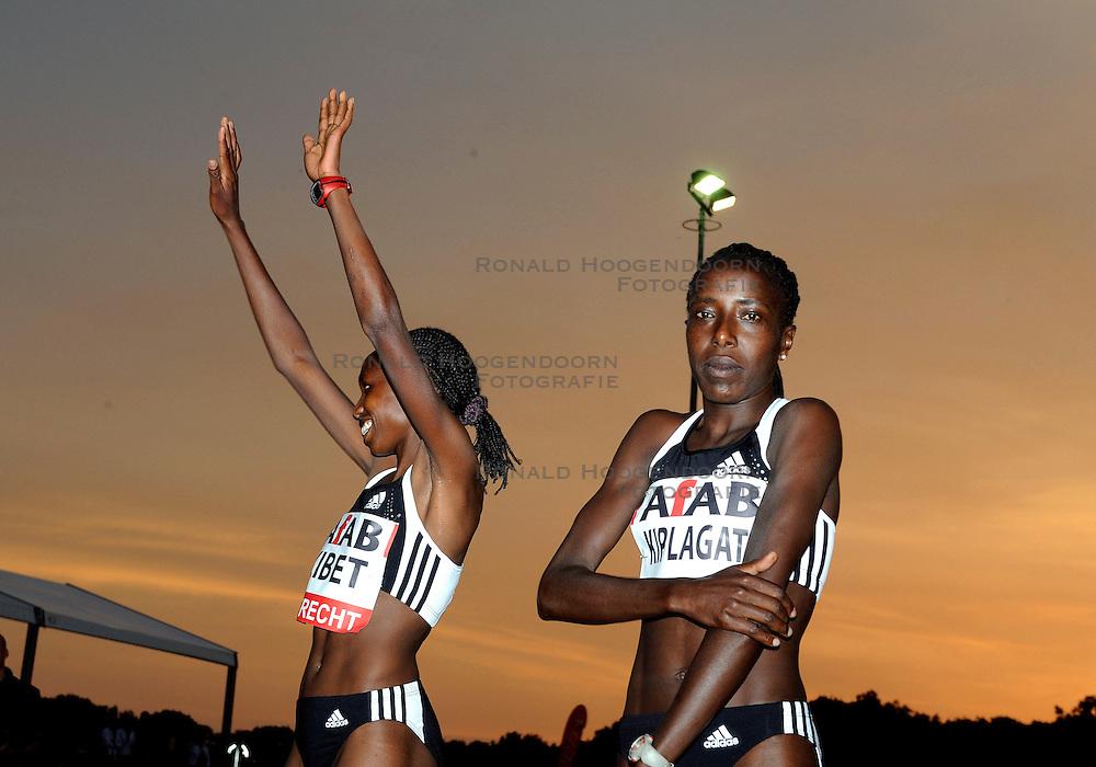 30-05-2008 ATLETIEK: RUN TODAY TRACKMEETING: UTRECHT<br /> Hilda Kibet heeft zich geplaatst voor de olympische 10.000 meter. De geboren Keniaanse, tegenwoordig voor Nederland uitkomend, liep de afstand in 30 minuten en 55,61 seconden. De eis voor Peking was 31.22,14. en Lornah Kiplagat<br /> &copy;2008-WWW.FOTOHOOGENDOORN.NL